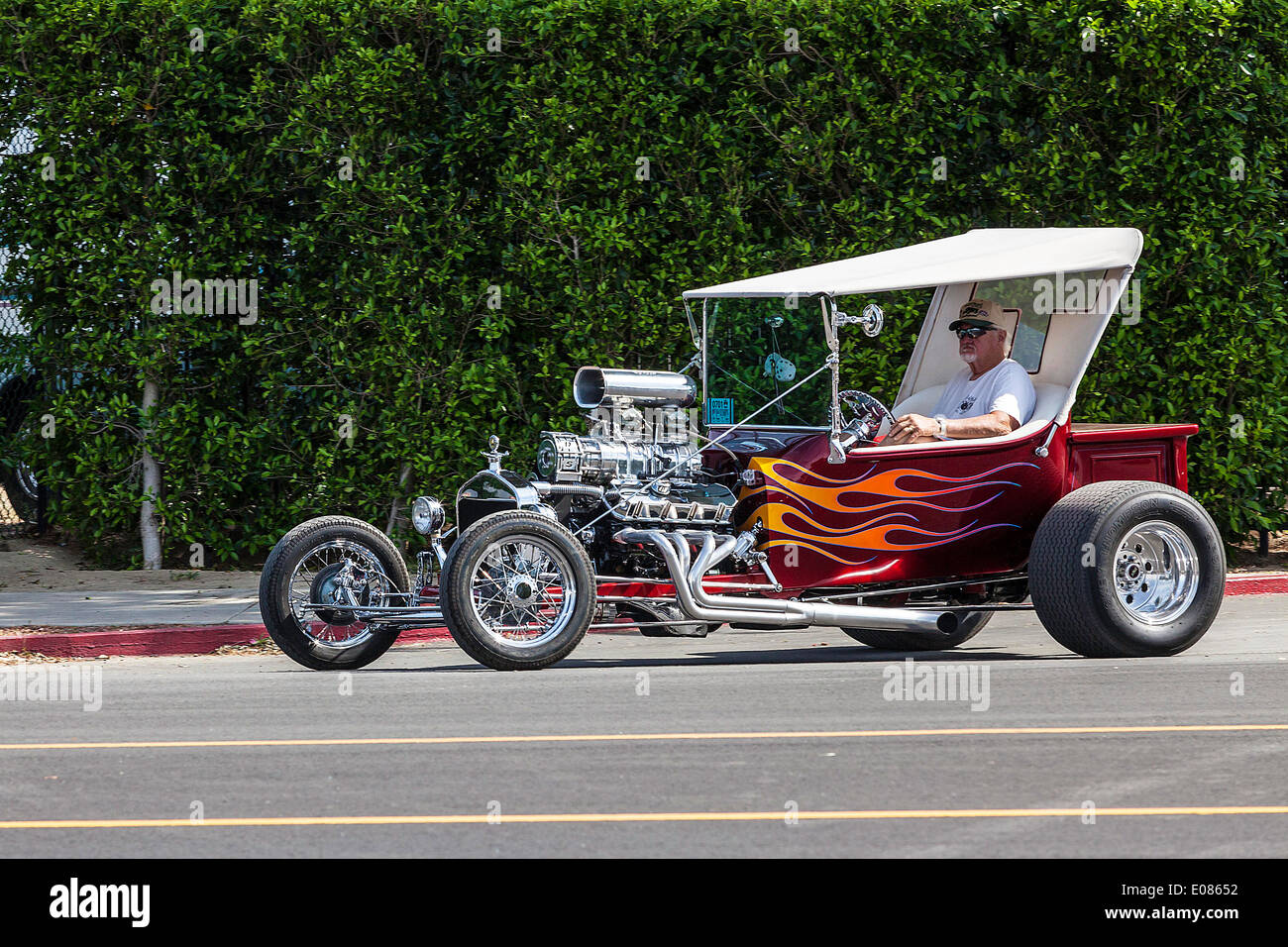 a ford t bucket hot rod stock photo: 69021934 - alamy