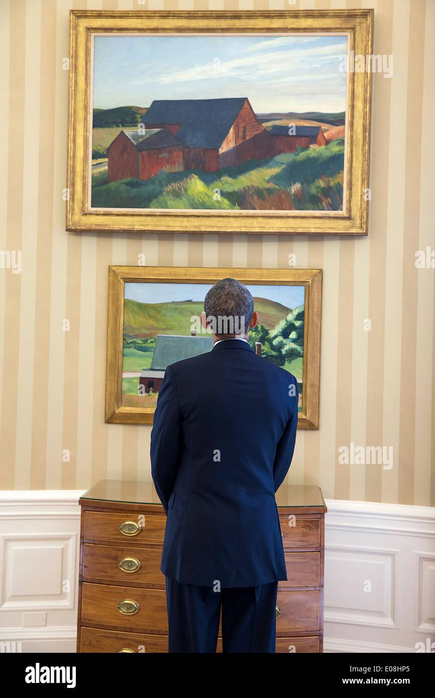 Us President Barack Obama Views Edward Hopper Paintings On
