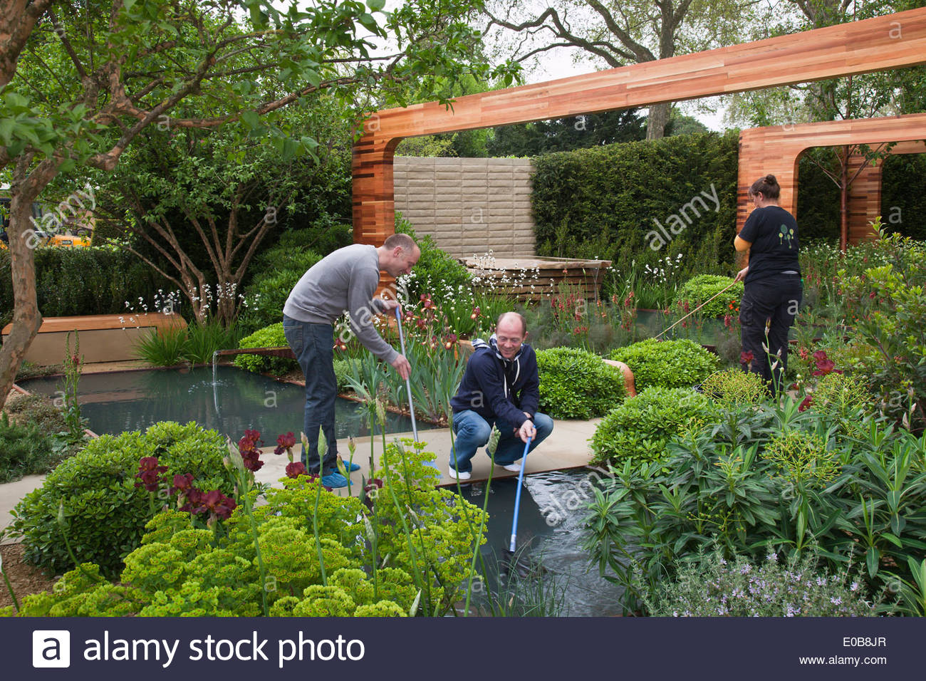 Build up rhs chelsea flower show the garden team working for Chelsea flower show garden designs