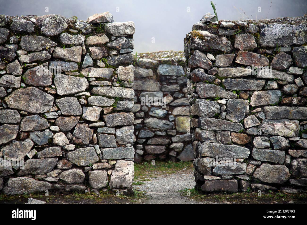 Granite Stone Machu Picchu : Runcuracay runkurakay runkuracay inca stone ruin wall