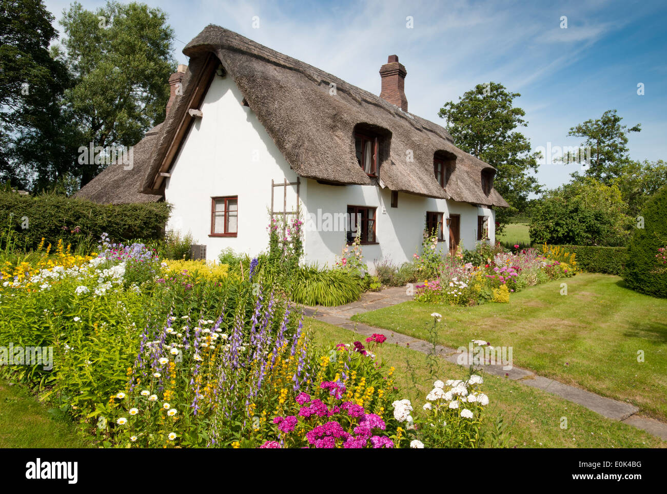 kidbrook cottage in summer comerbach cheshire england uk stock photo royalty free image. Black Bedroom Furniture Sets. Home Design Ideas