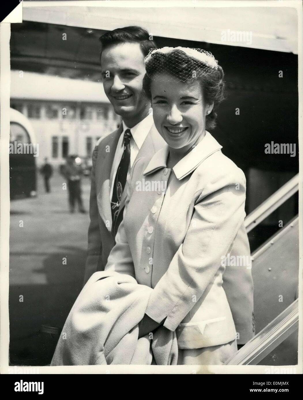 Jun 17 1955 Maureen Connolly Arrives In London Honeymoon