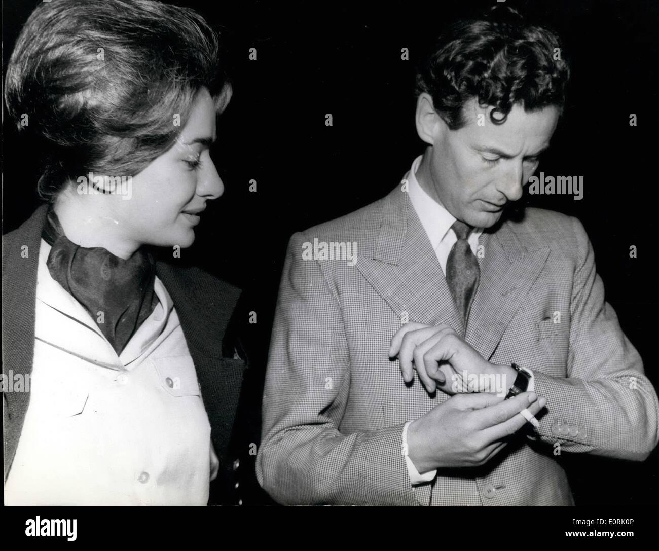 Peter Townsend And Margaret >> Oct. 10, 1959 - 12-10-59 Peter Townsend and his wife to be. Wristlet Stock Photo: 69361286 - Alamy