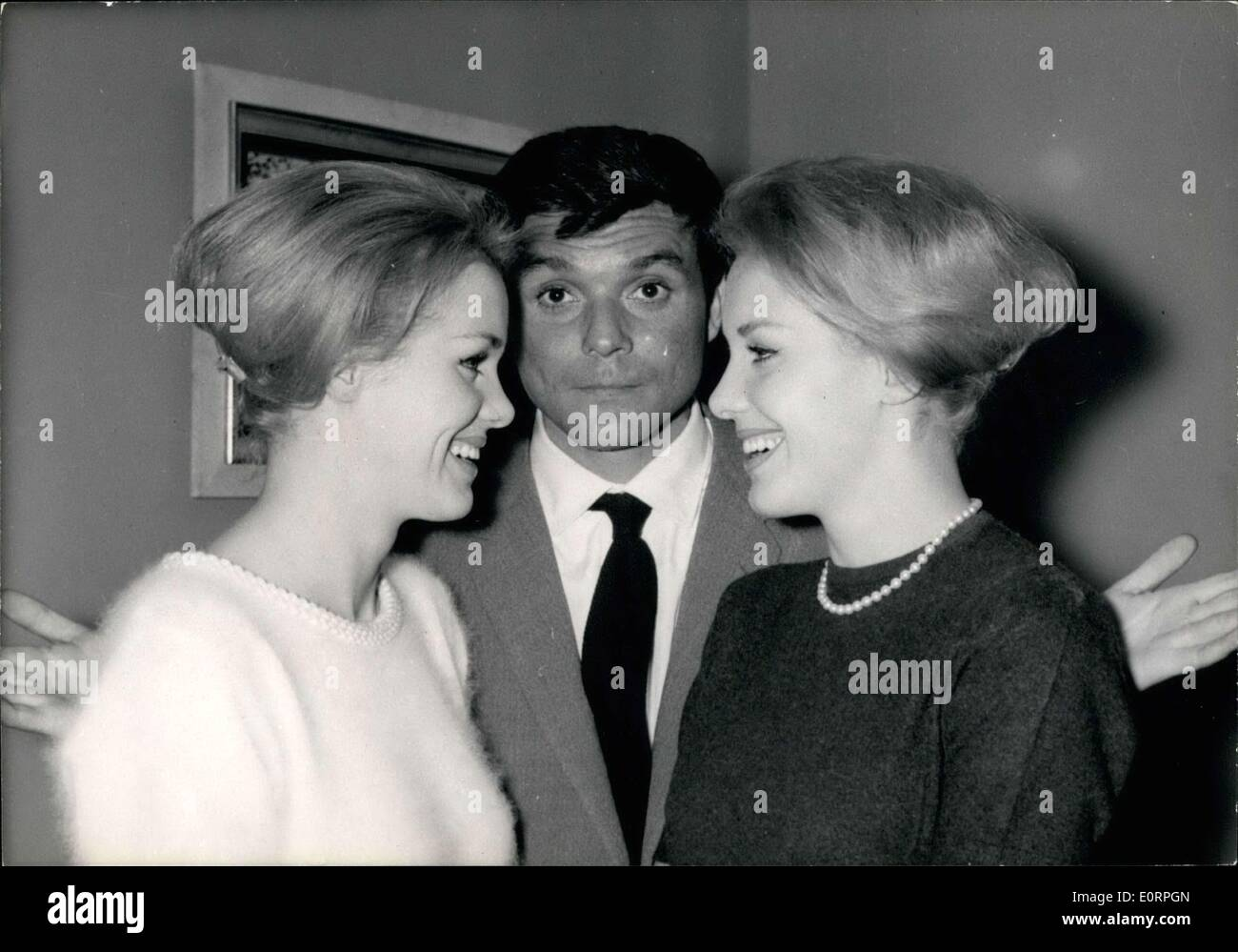 Jacques schell photographe synthesis of all pictures from www - Apr 20 1960 Ellen And Alice Kessler With Jacques Riberolles Stock Image