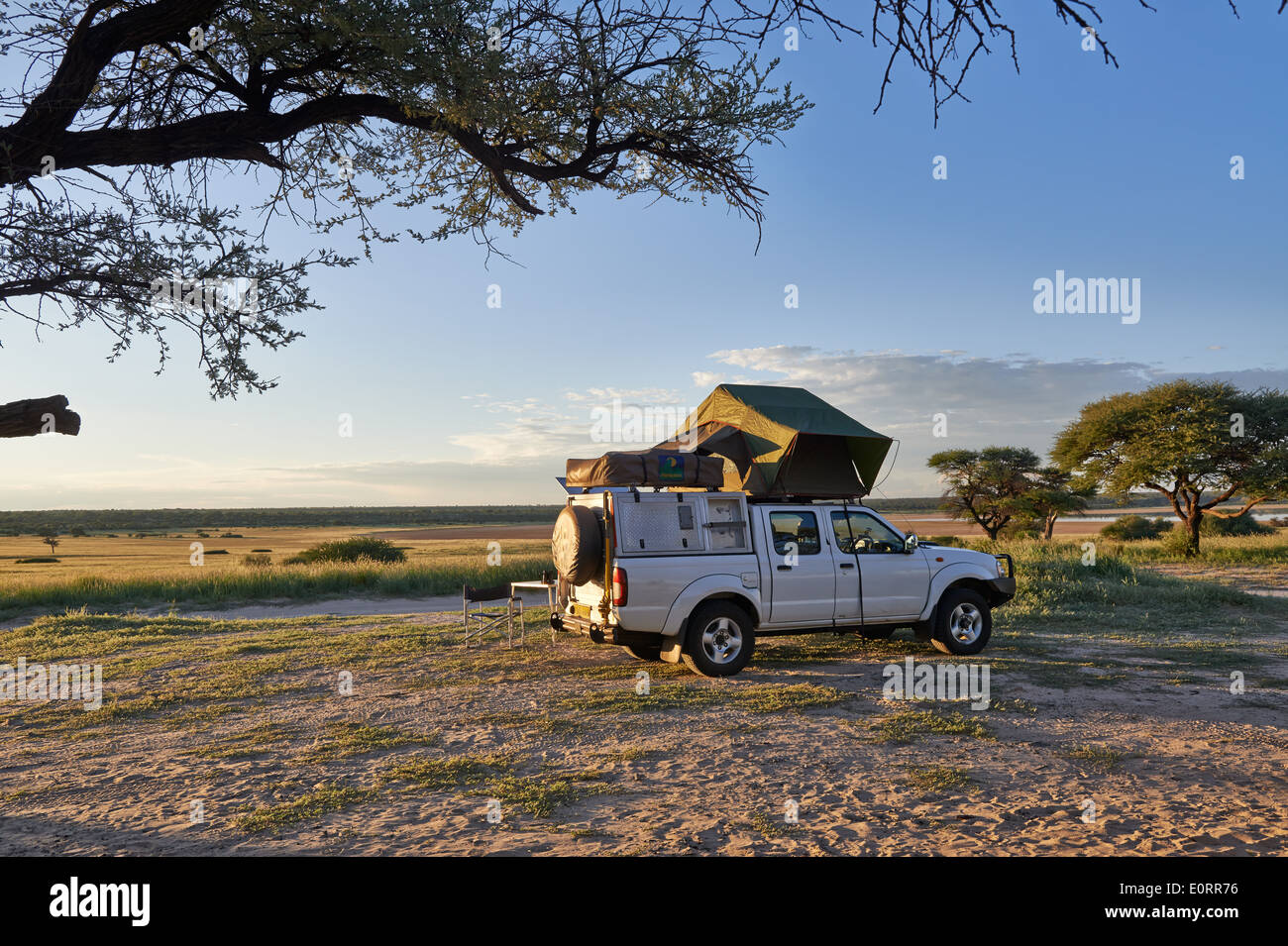 4x4 car with roof tent in landscape of Kgalagadi Transfrontier Park Mabuasehube Section Kalahari & Roof Tent Stock Photos u0026 Roof Tent Stock Images - Alamy
