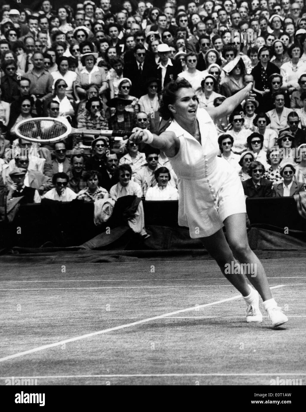 Shirley Fry Irvin petes in tennis match Stock Royalty