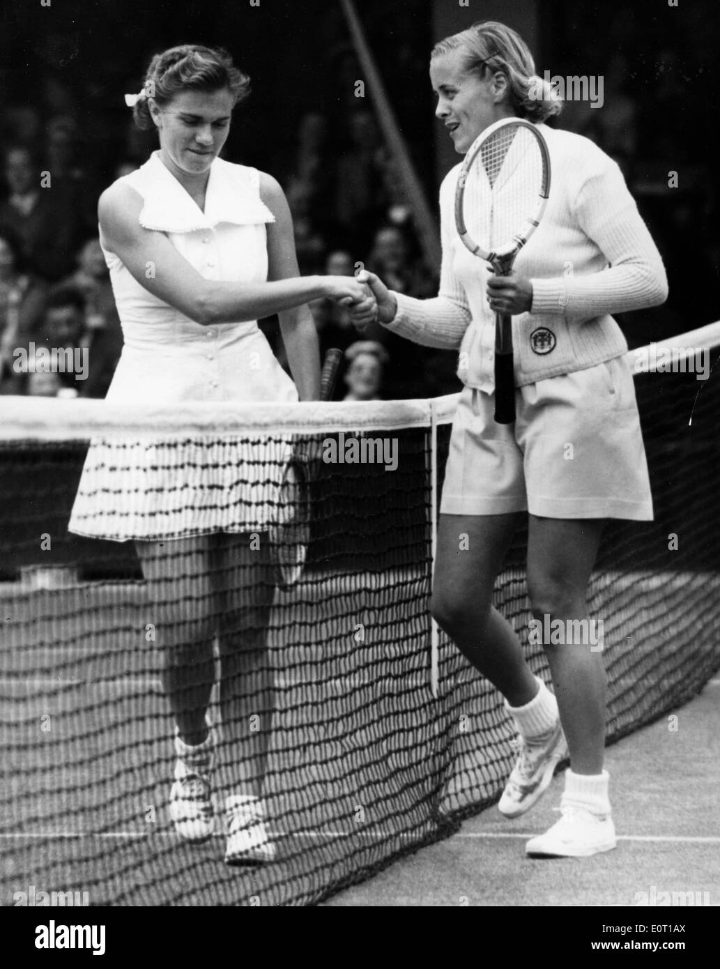 Tennis player Shirley Fry Irvin shakes opponent s hand Stock