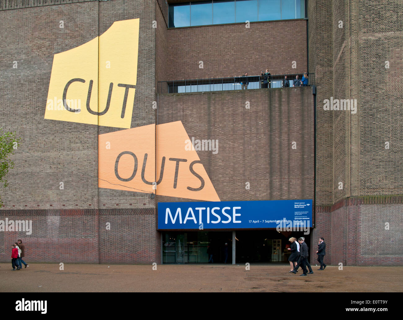 tate modern display on the wall of the riverside entrance stock photo royalty free image