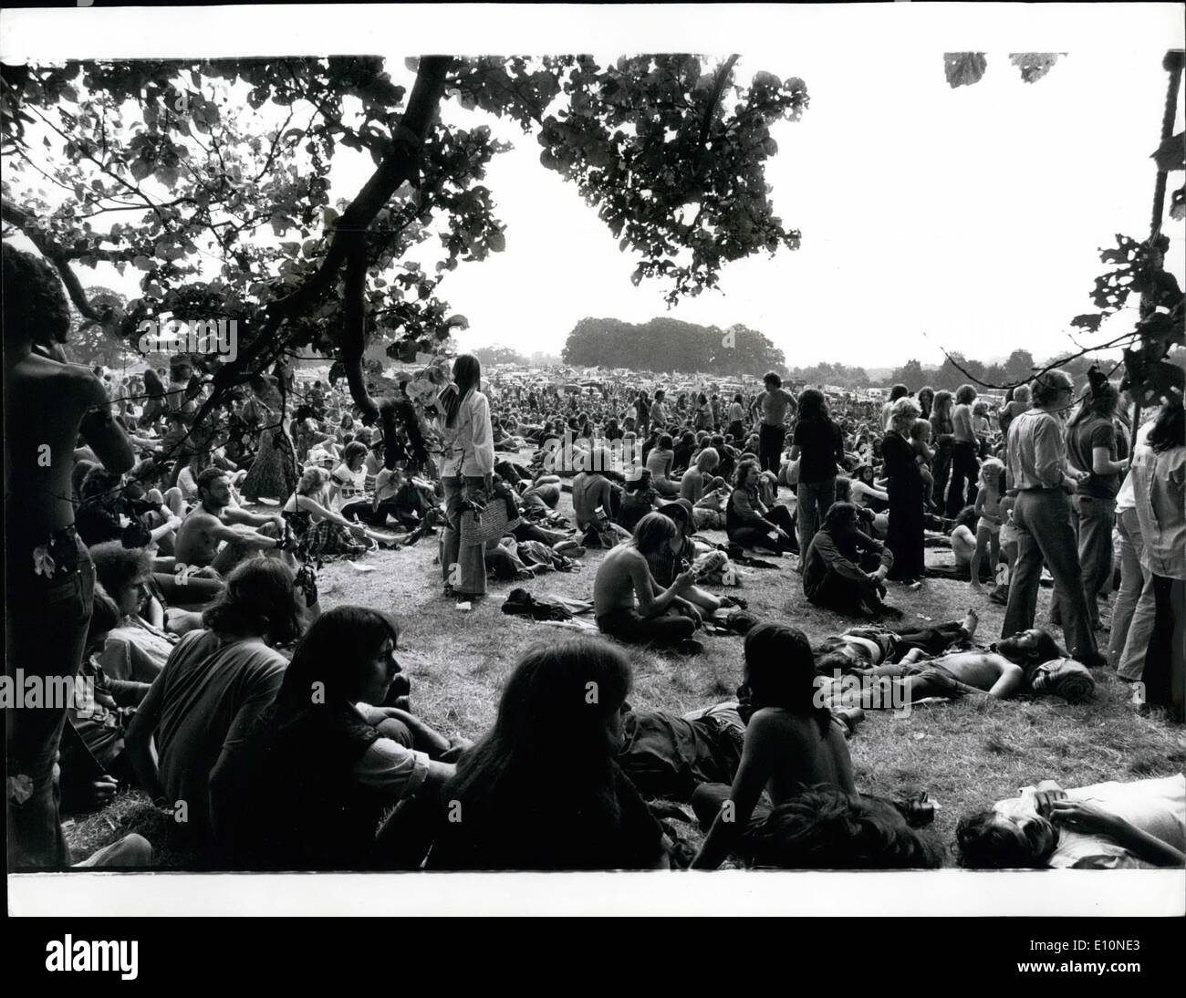08 1973 - Pop Fans Attend u0027u0027Free Festivalu0027u0027 In & In Windsor Great Park Stock Photos u0026 In Windsor Great Park Stock ...