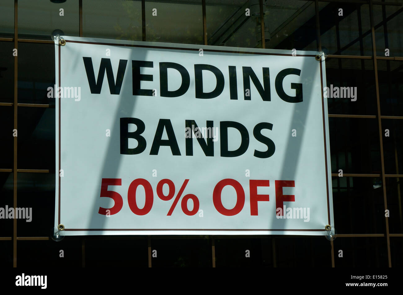 wedding-bands-sign-in-the-window-of-a-je