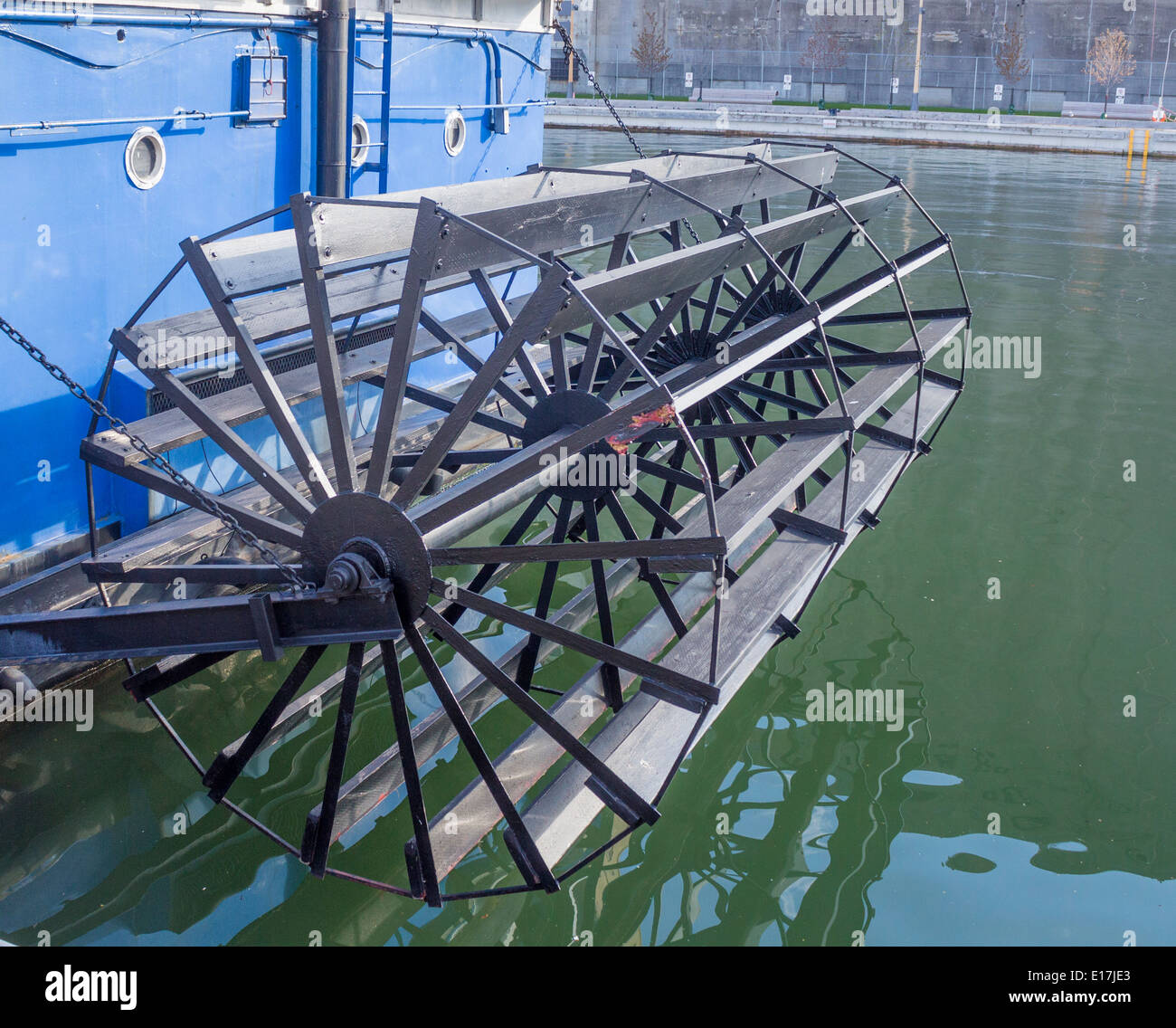paddle-wheel-of-a-paddle-riverboat-steam