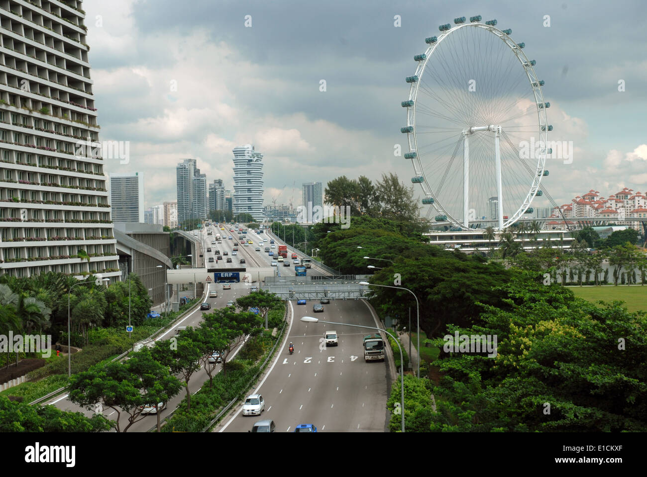 Bayfront Avenue and view of the Singapore Flyer, Singapore ...