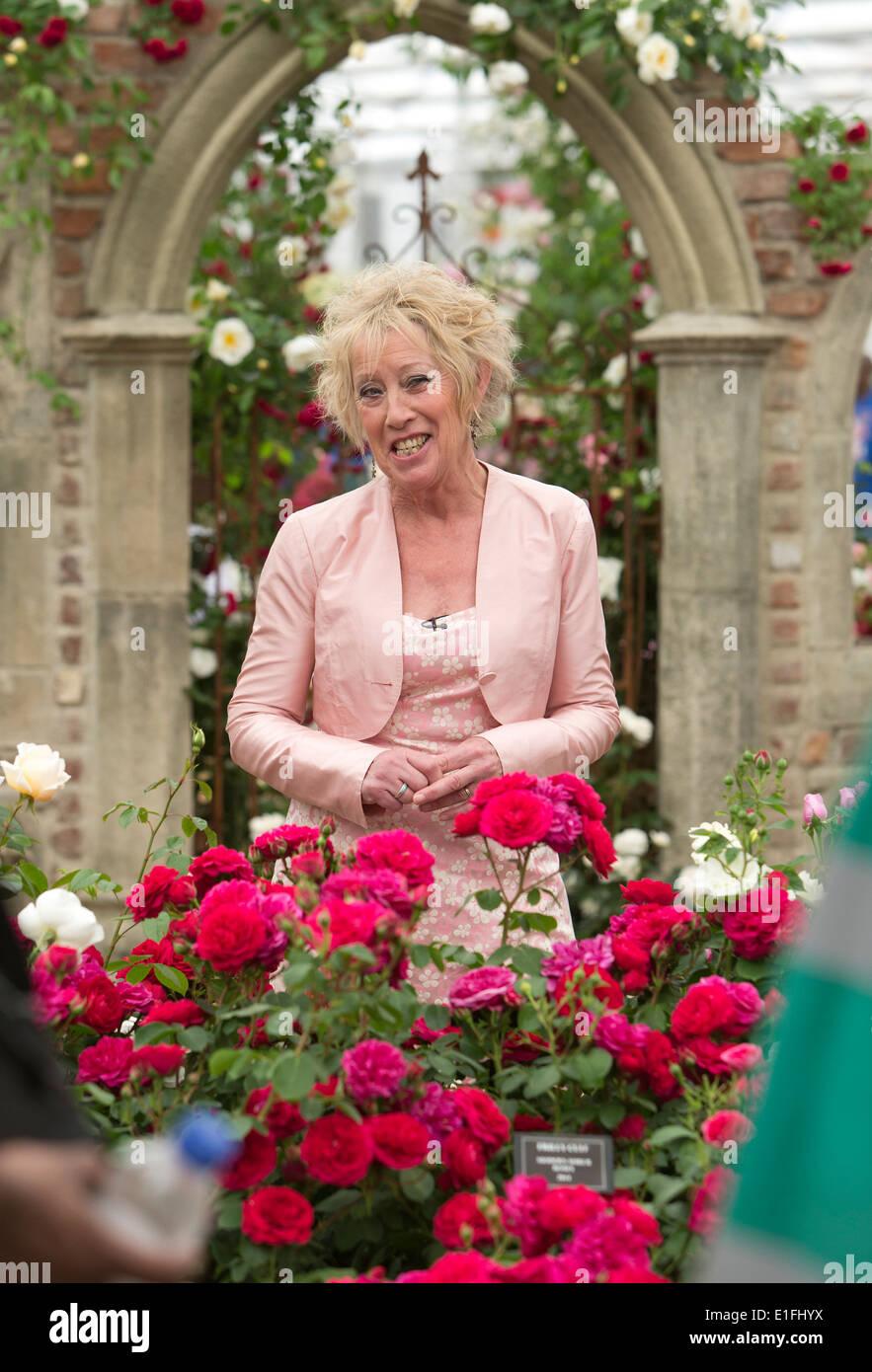 Carol S Garden: Carol Klein TV Presenter In Rose Garden At Chelsea Flower