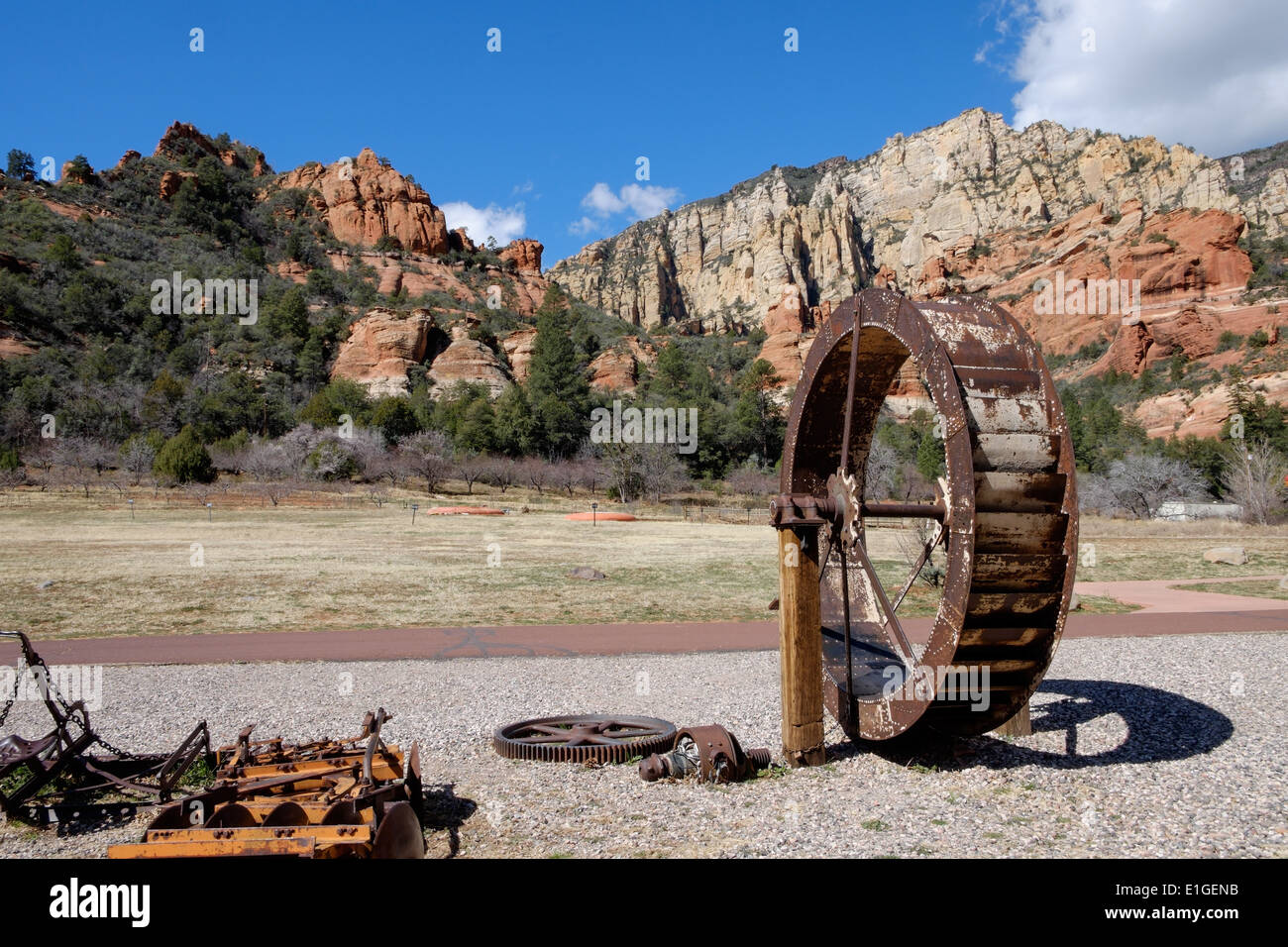 An old water wheel at pendley homestead and orchard at for Cabine vicino a slide rock sedona