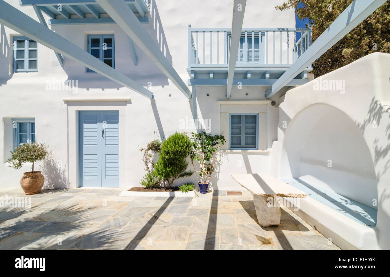 Greek island cycladic house design on the island of naxos for Island home designs