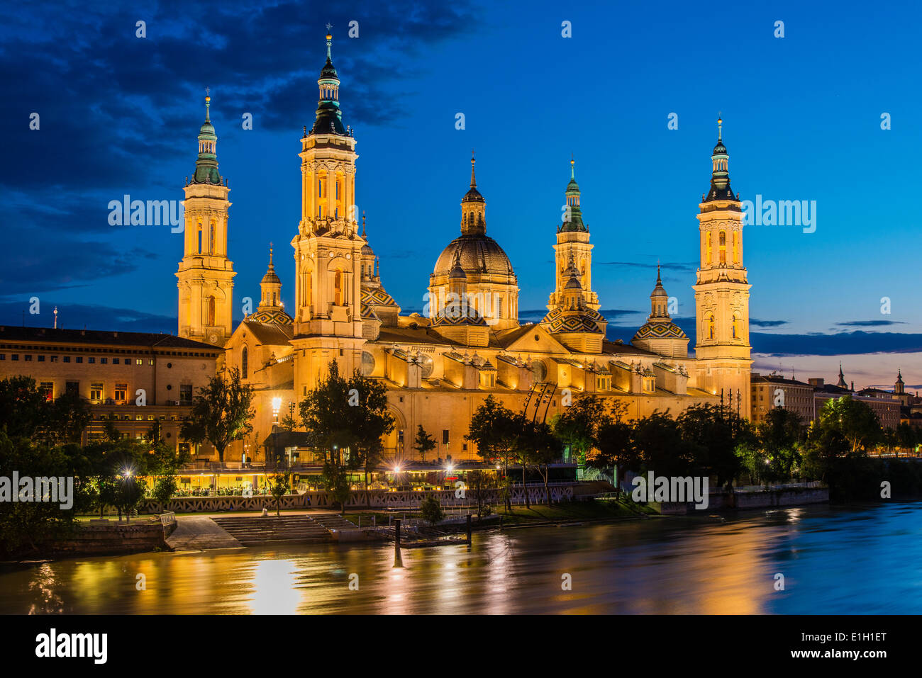 Basilica De Nuestra Senora Del Pilar Church And Ebro River At Dusk Stock Phot...