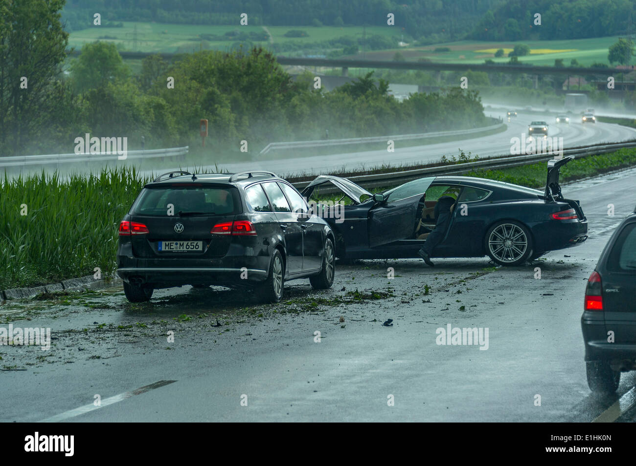 Pictures Of Car Accidents In The Rain