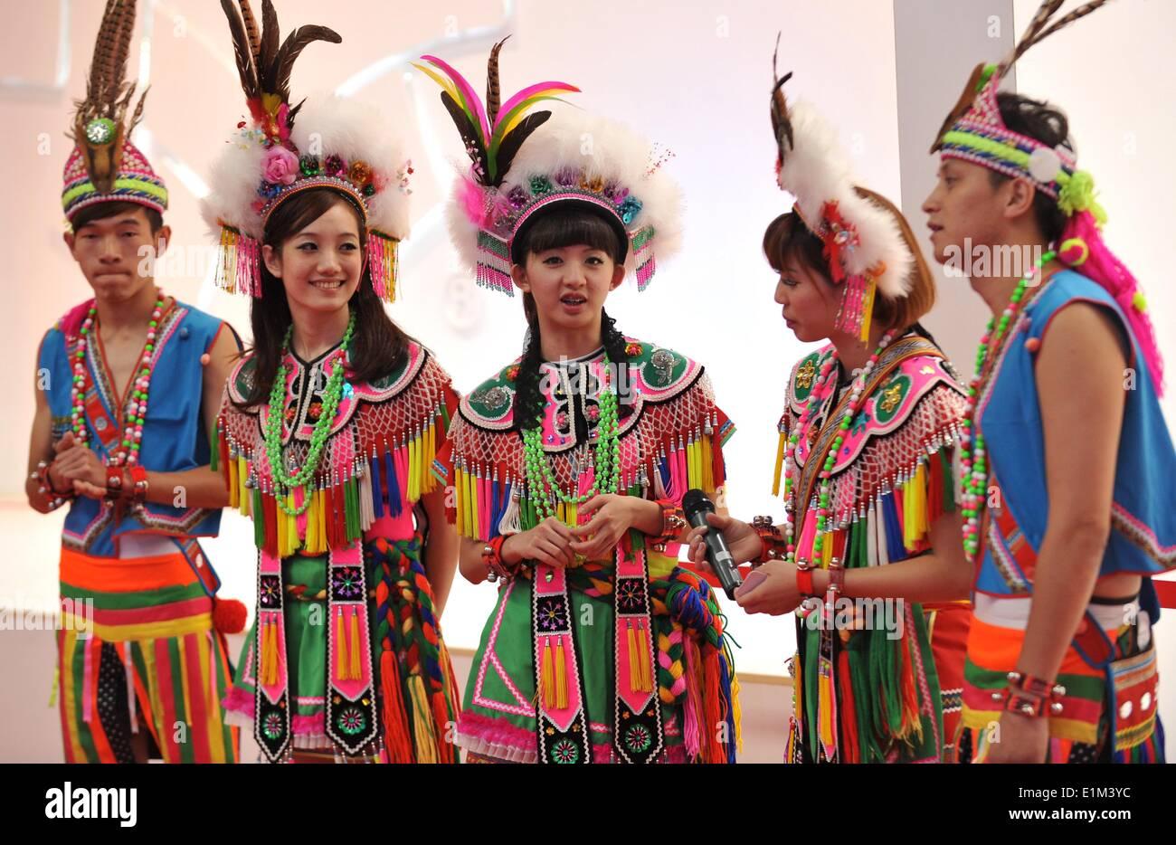 Image Gallery kunming china people