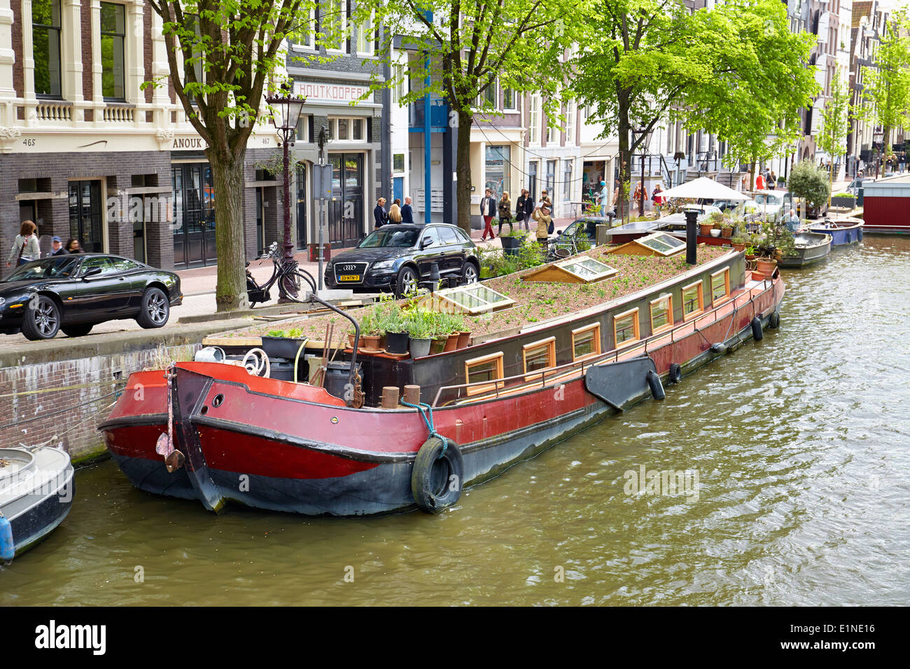 Houseboat barge amsterdam canal holland netherlands for Houseboat amsterdam