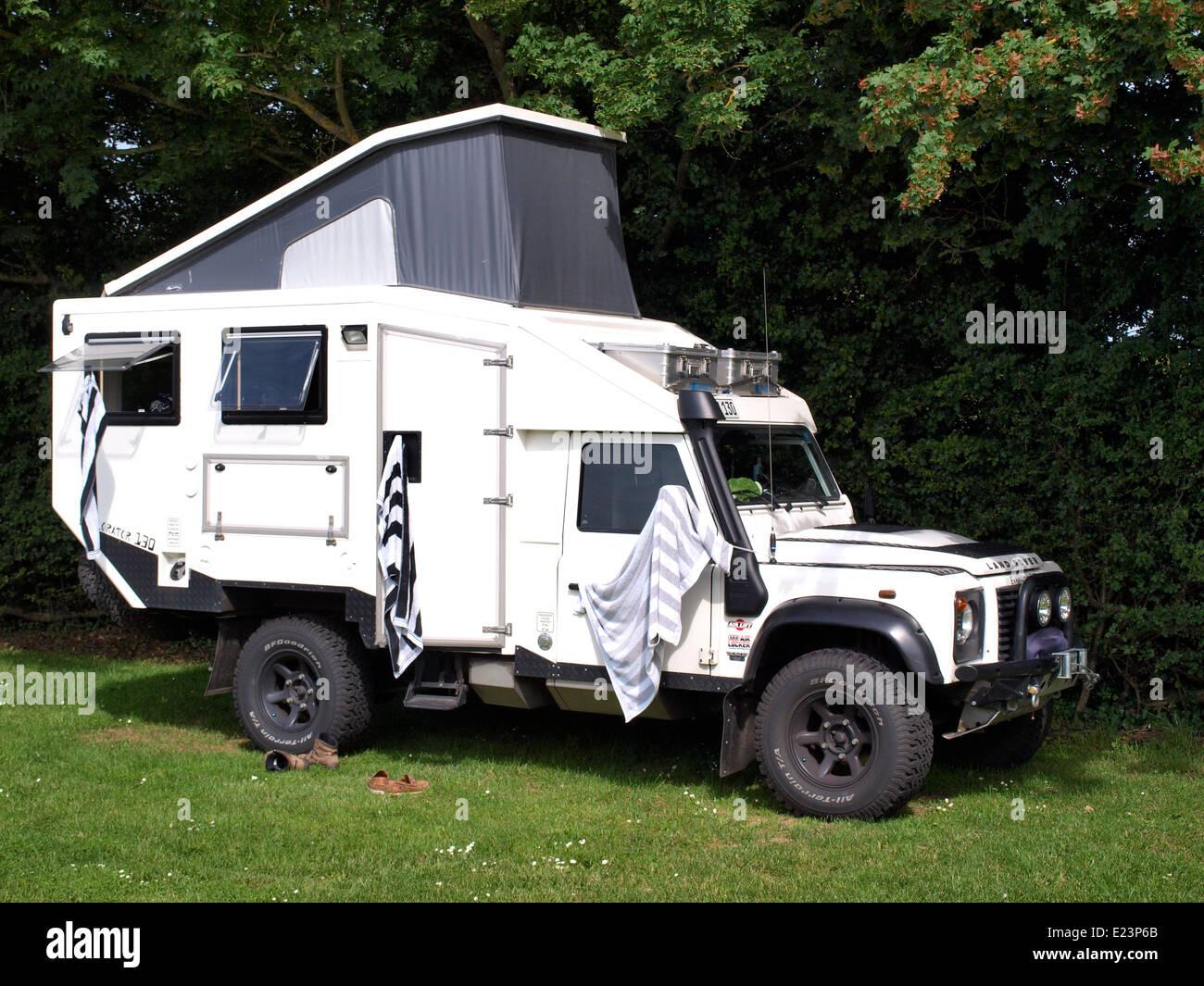 Jeep Sahara Roof Rack Land-Rover expedition vehicle Stockfoto, Lizenzfreies Bild ...
