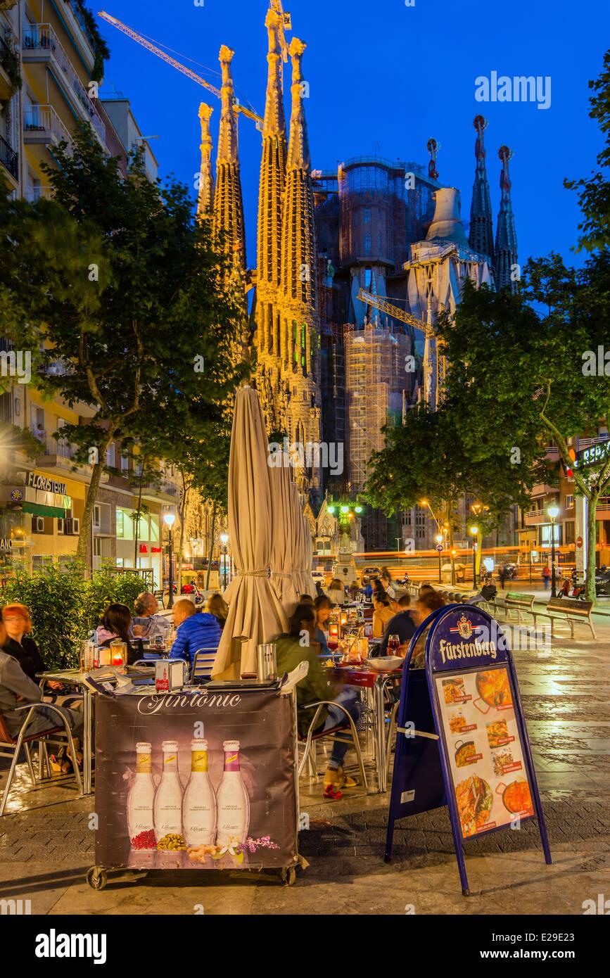 outdoor cafe by night in avinguda de gaudi with sagrada familia church behind barcelona catalonia spain