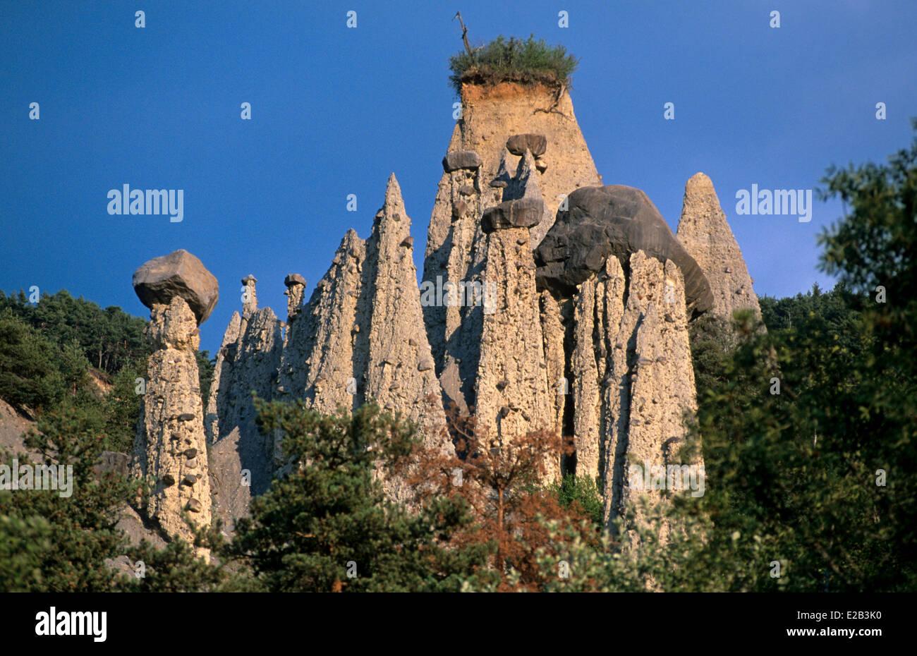France hautes alpes remollon fairy chimney of de theus for Hautes alpes