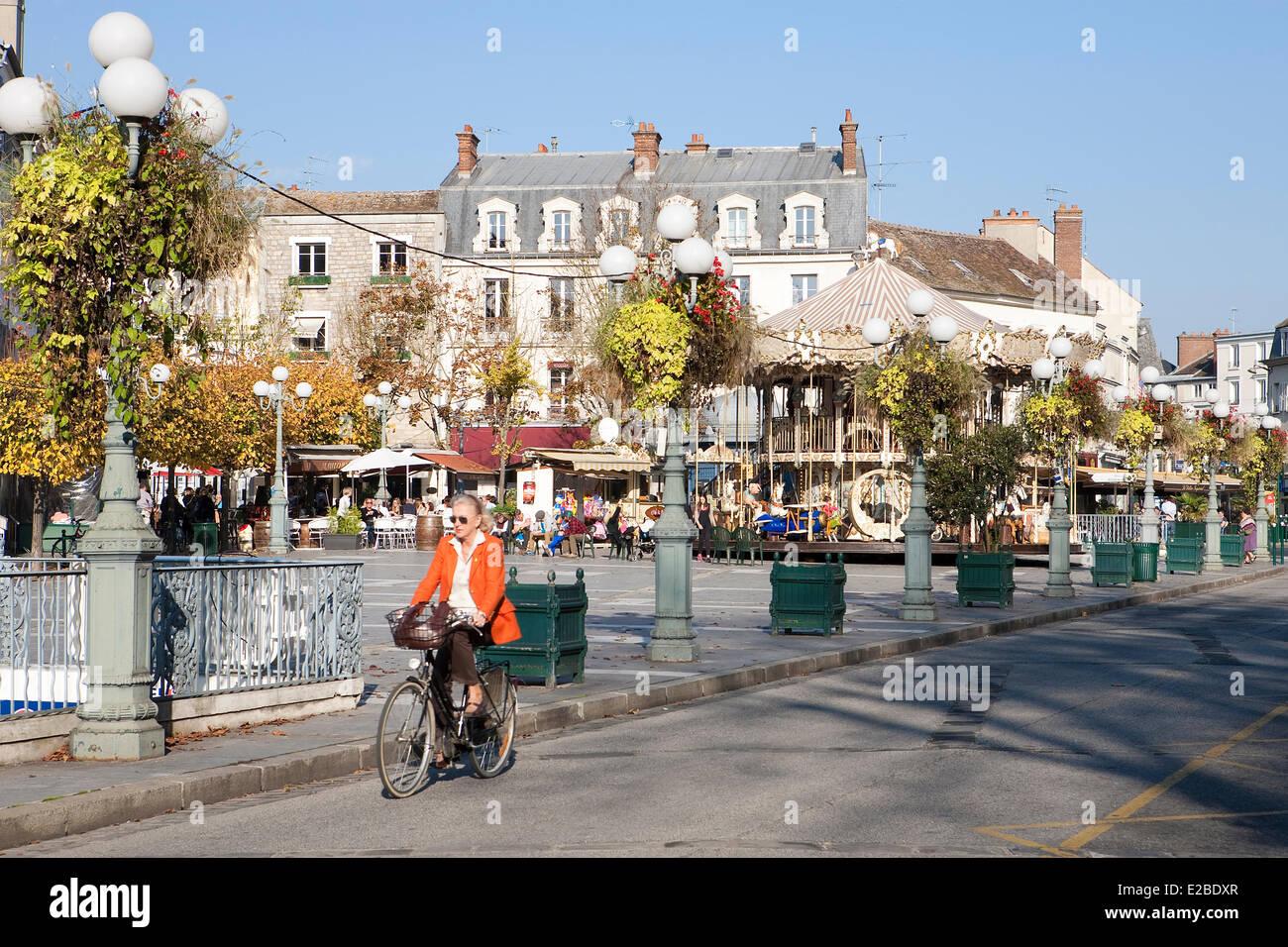 France seine et marne fontainebleau woman riding a for Piscine fontainebleau