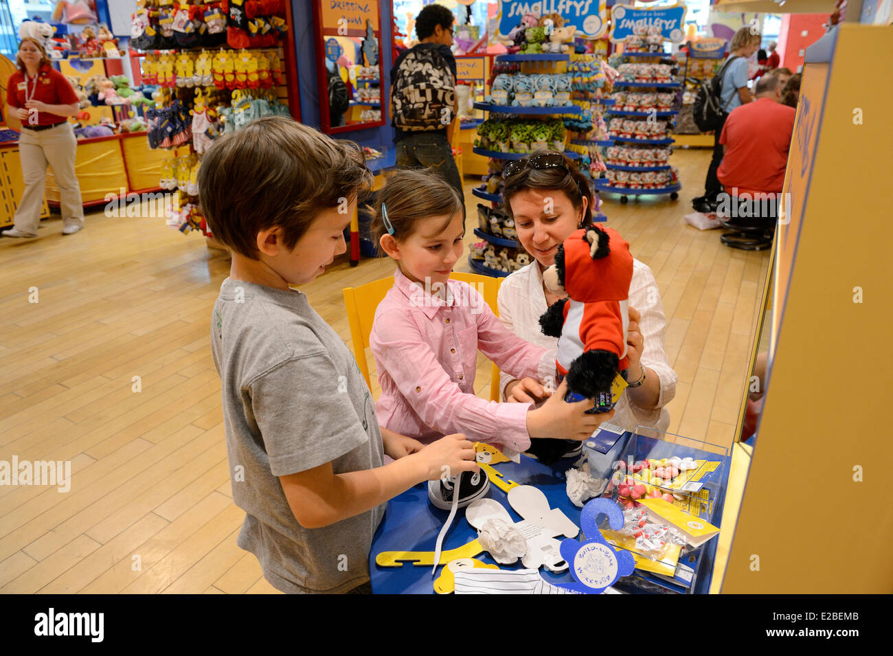 United states new york city manhattan midtown 5th avenue manhattan midtown 5th avenue build a bear a toy shop and workshop where kids can customize their stuffed friends with birth certificate aiddatafo Choice Image