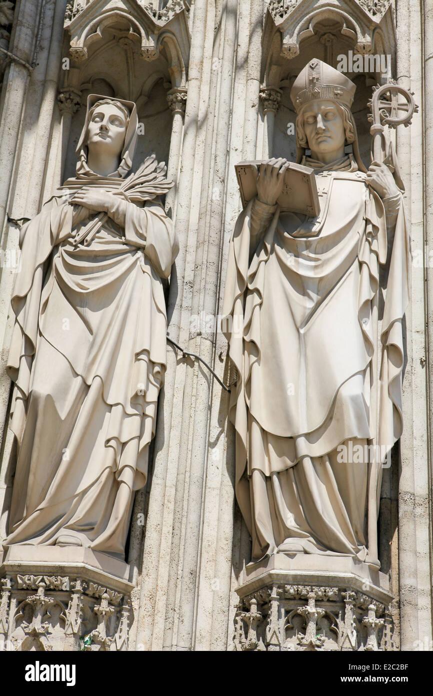 The Ring Vienna S Casual Luxury Hotel Vienna: Statues At The Votive Church (Votivkirche) In Vienna