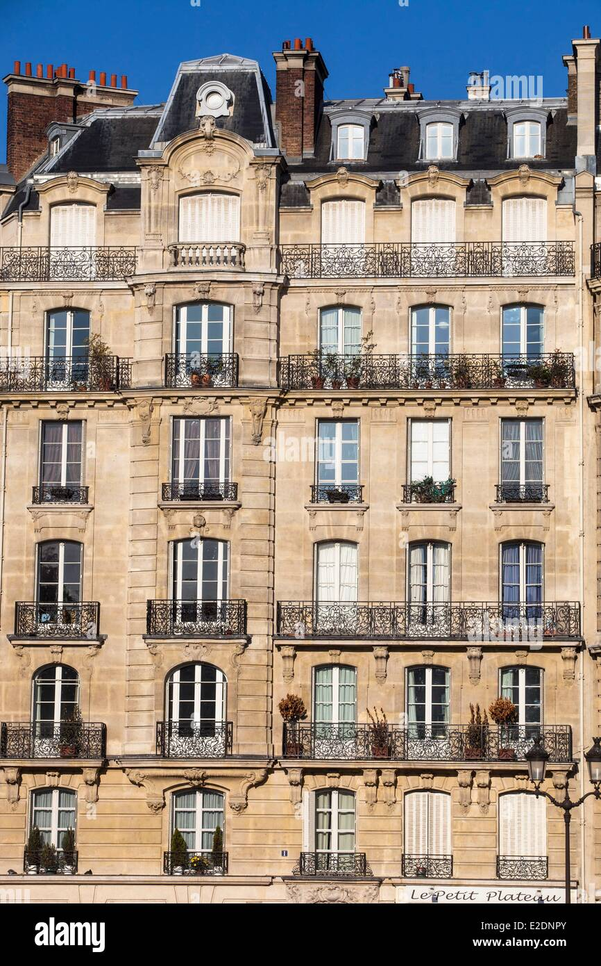 france paris haussmann building facade stock photo royalty free image 70373267 alamy. Black Bedroom Furniture Sets. Home Design Ideas