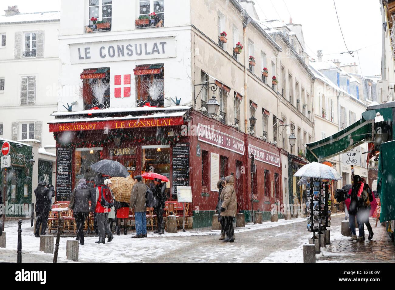 France paris restaurant le consulat montmartre under snow for Le miroir restaurant montmartre