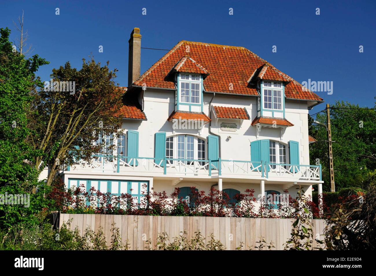 france pas de calais wissant white house with red roof and blue stock photo royalty free. Black Bedroom Furniture Sets. Home Design Ideas