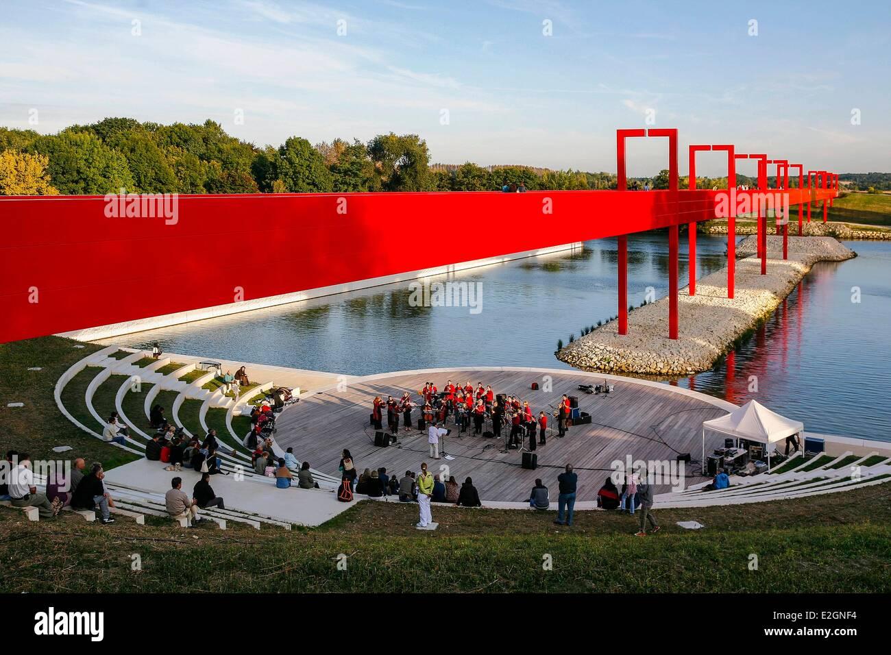 France val d 39 oise cergy axe majeur monumental work - Piscine cergy axe majeur ...