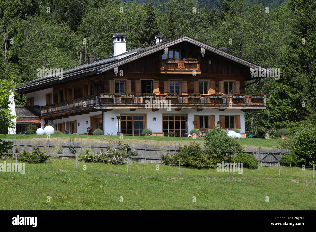 Exterior views of uli hoeness home in bad wiessee at for Exterior view of house