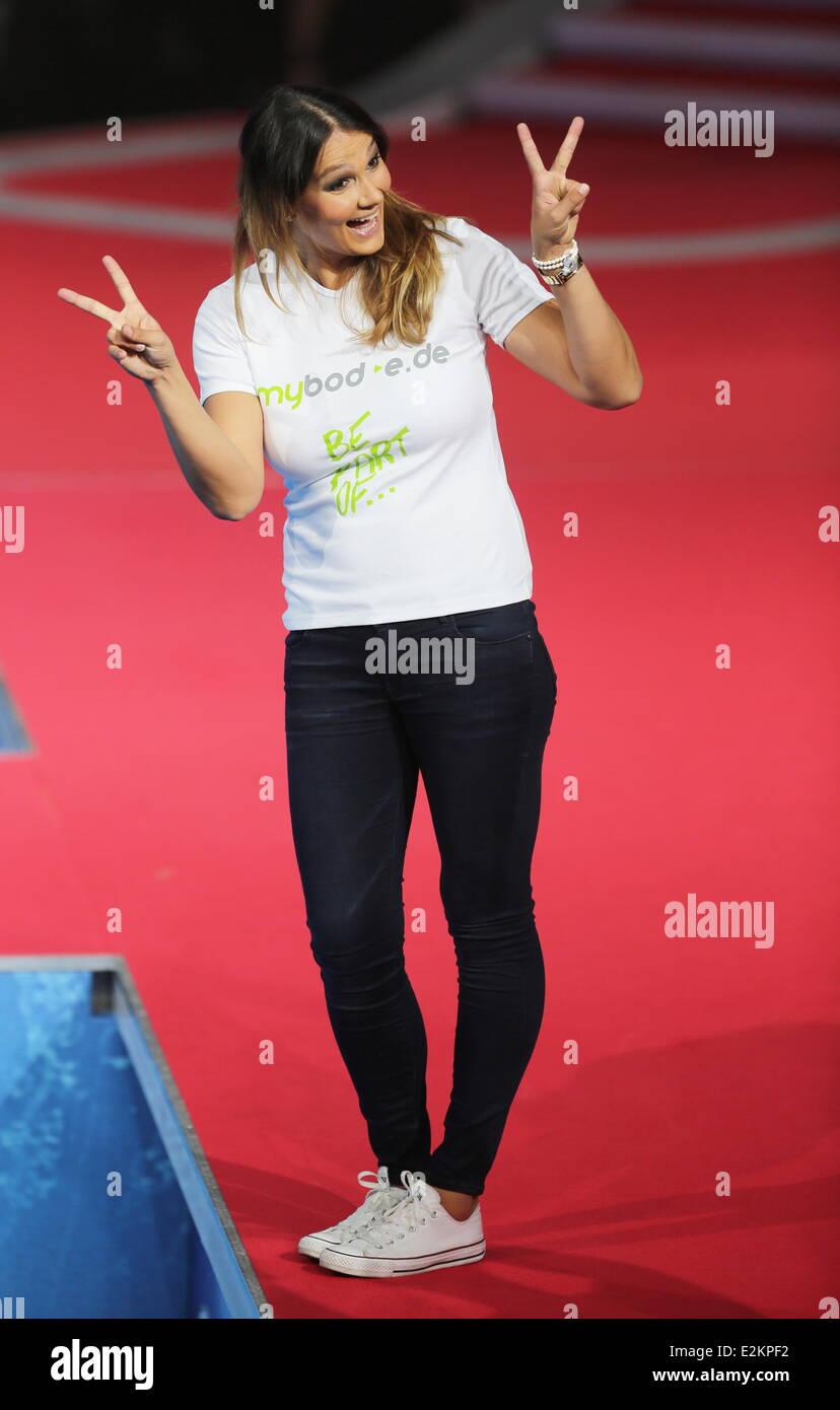 Franziska van almsick on german rtl tv show 39 die pool for Pool show tv
