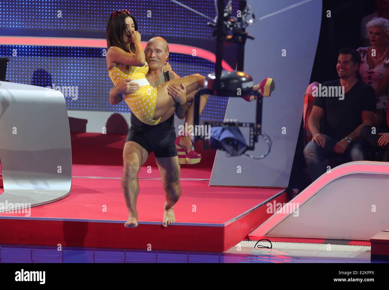 Konny reimann verona pooth on german rtl tv show 39 die for Pool show 5168
