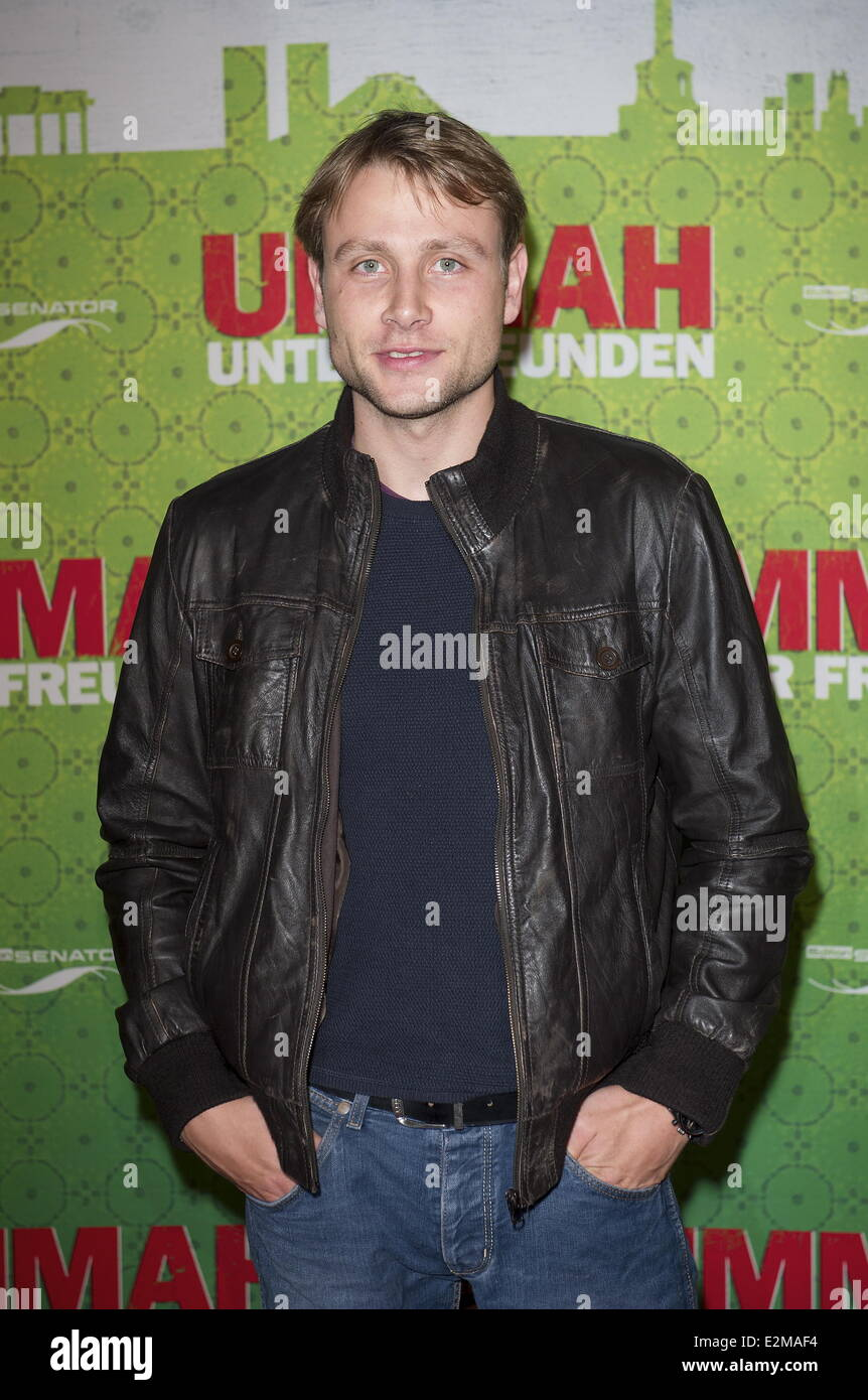 Picture of max riemelt - Max Riemelt At Ummah Unter Freunden Premiere At Delphi Kino Movie Theater Featuring