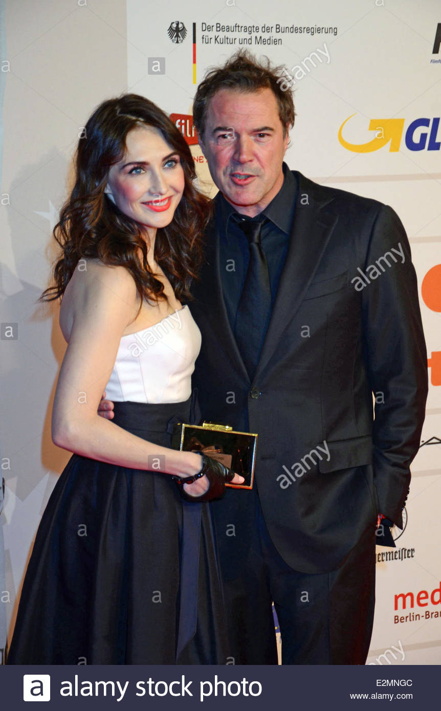 carice van houten dating Carice van houten,  she started an affair with kees van nieuwkerk on 2013 they began dating and dated only for two years before splitting up on 2015.