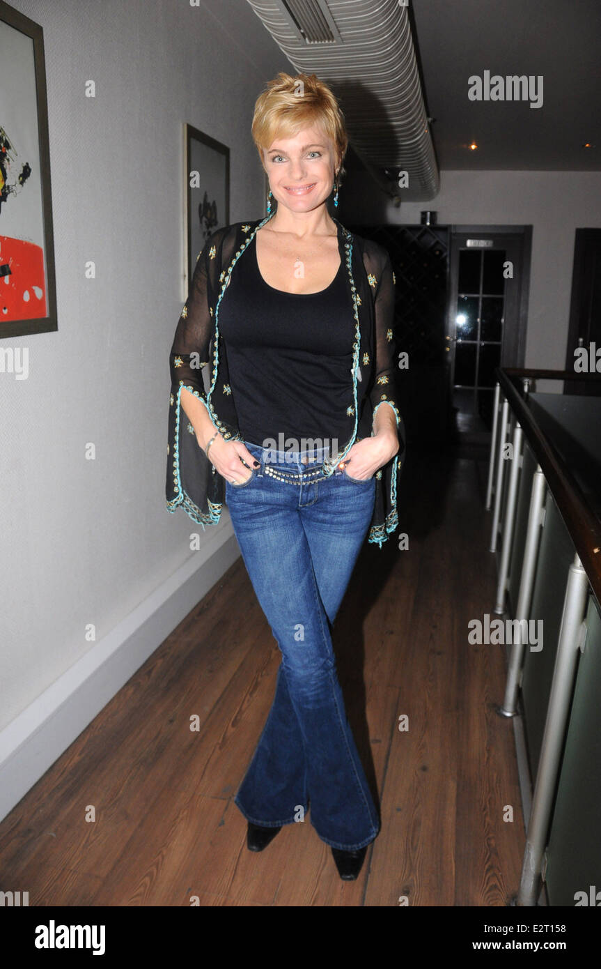 Actress Erika Eleniak Dines With Friends At A Fish
