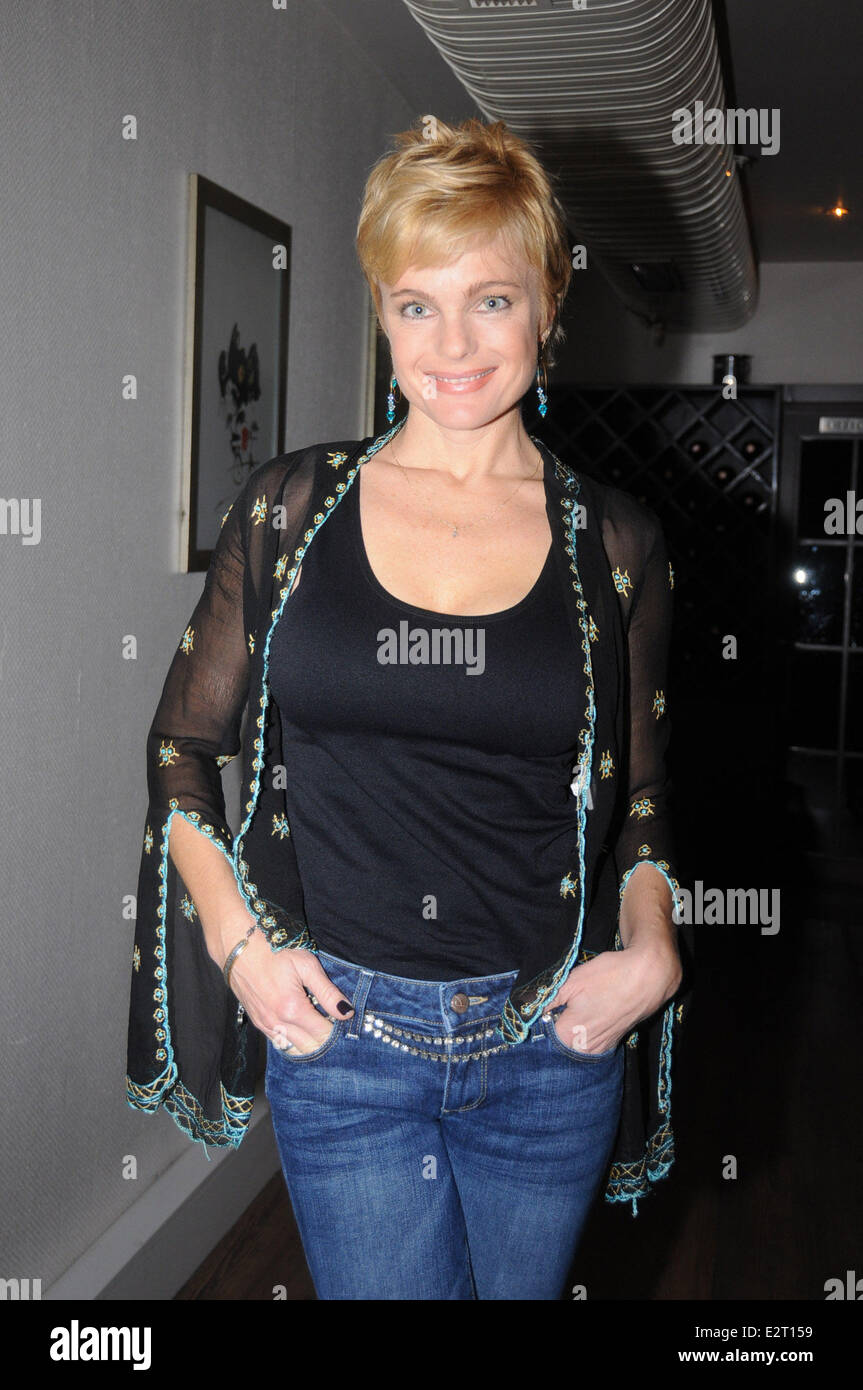 Actress Erika Eleniak dines with friends at a fish ...