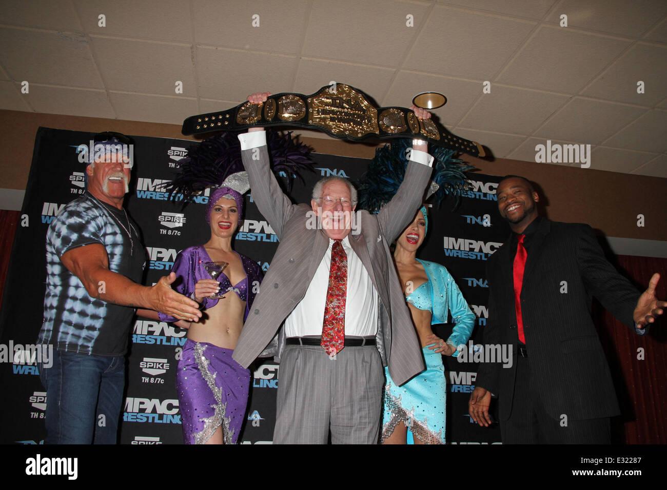 Wrestling Legend Hulk Hogan Welcomes
