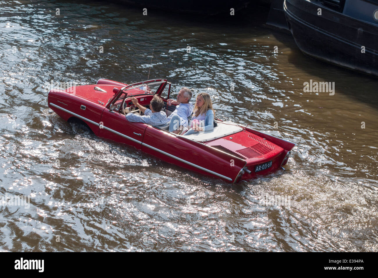 vintage-amphicar-770-in-an-amsterdam-can