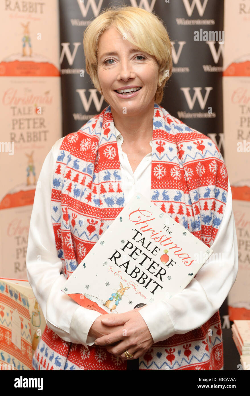 emma-thompson-signs-copies-of-her-book-the-christmas-tale-of-peter-E3CWWA.jpg