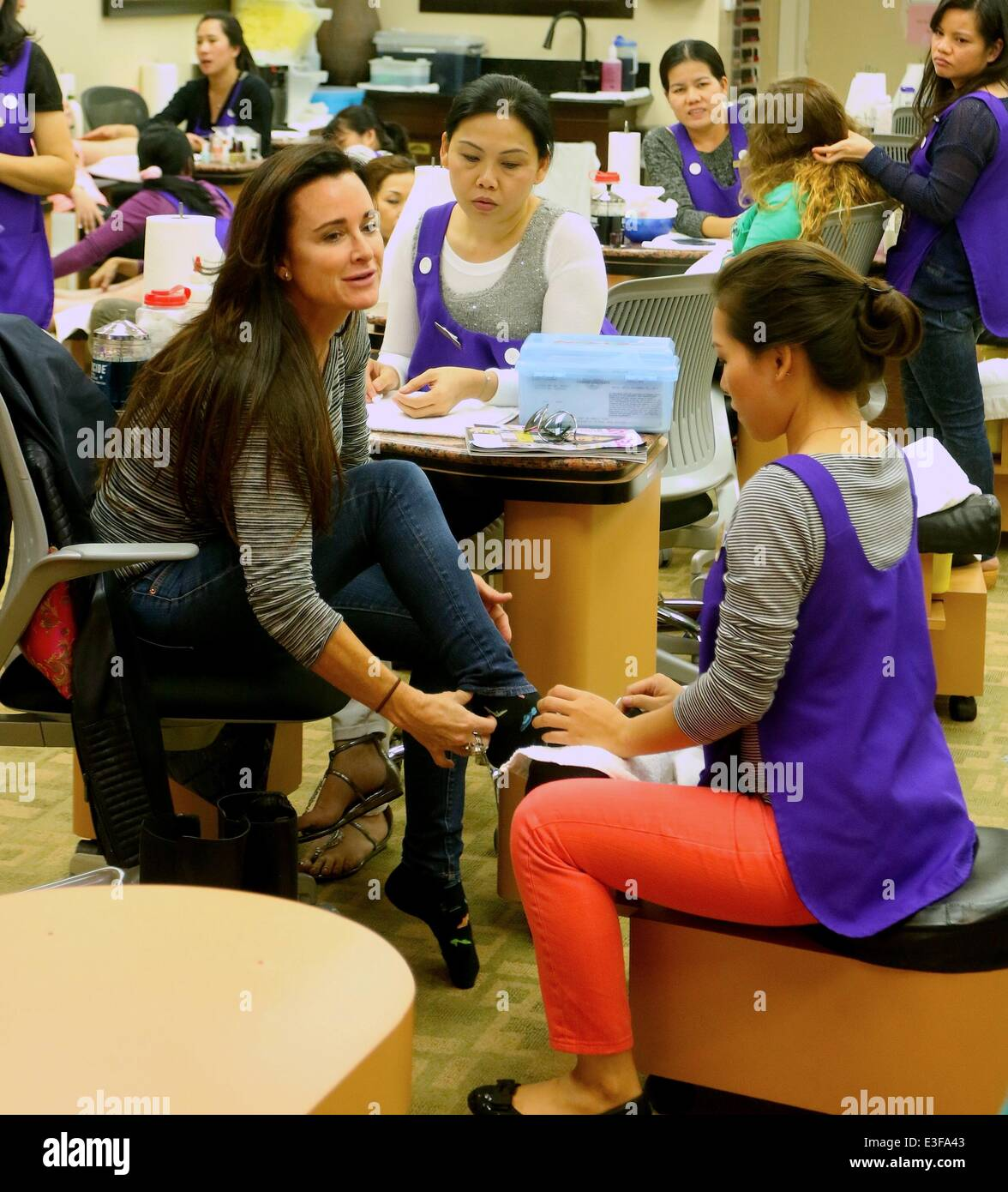 Mobile Nail Spa Los Angeles: Kyle Richards Has A Pedicure At Beverly Hills Nails And