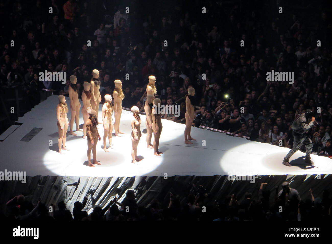 Kanye west performs to a sold out crowd at madison square - Kanye west tickets madison square garden ...