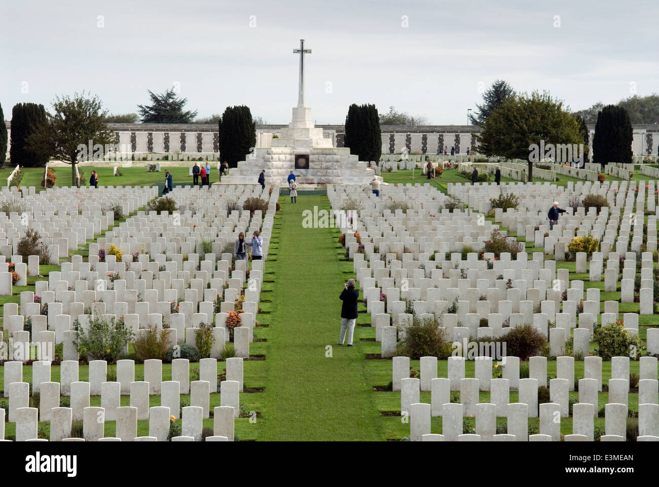 tyne-cot-wwi-cemetery-3587-burials-and-m