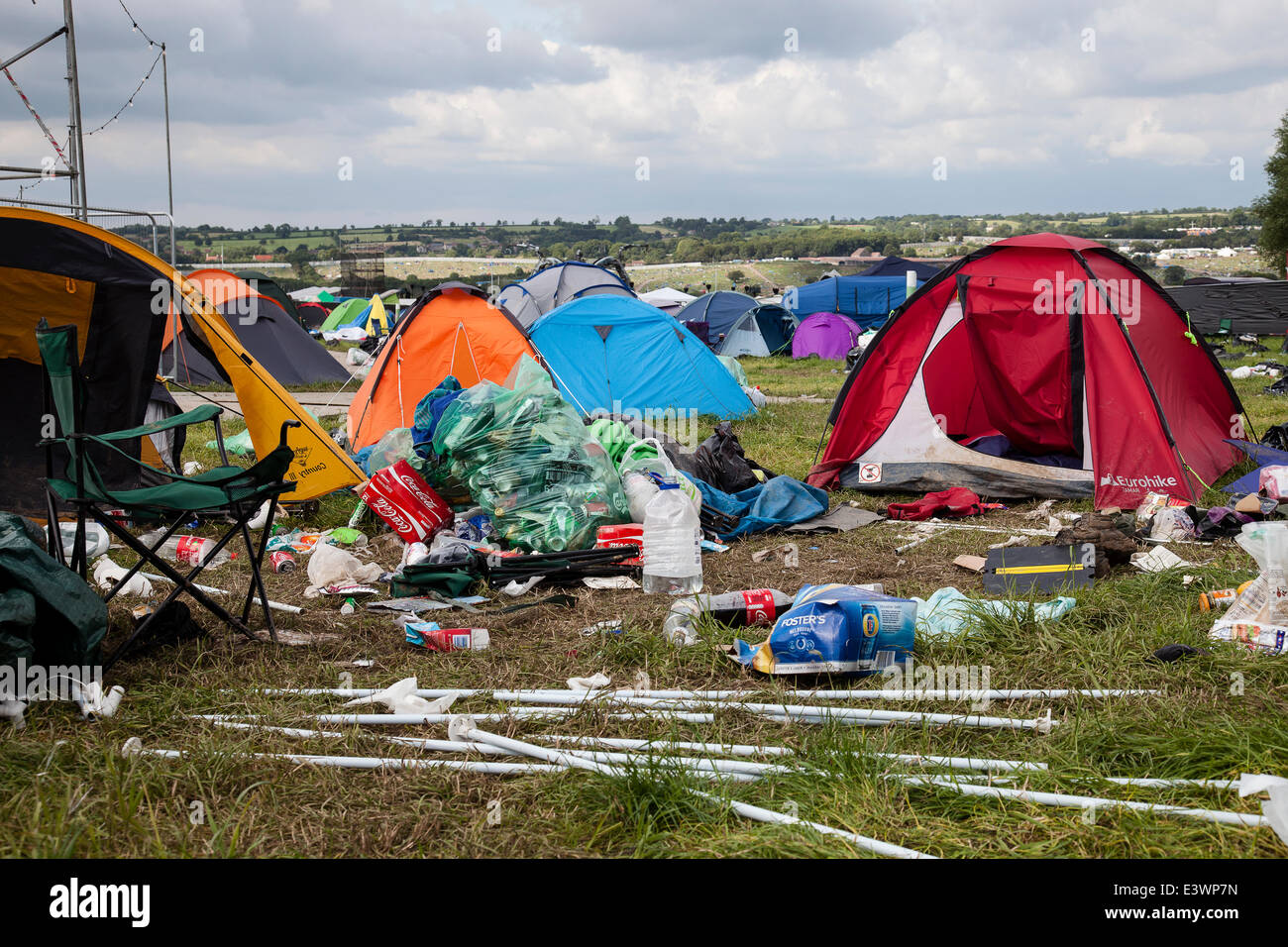 30th June 2014. Tents and rubbish left by festival goers in the c&ing fields of Glastonbury Festival. Credit Redorbital Photography/Alamy Live News & Glastonbury UK. 30th June 2014. Tents and rubbish left by ...
