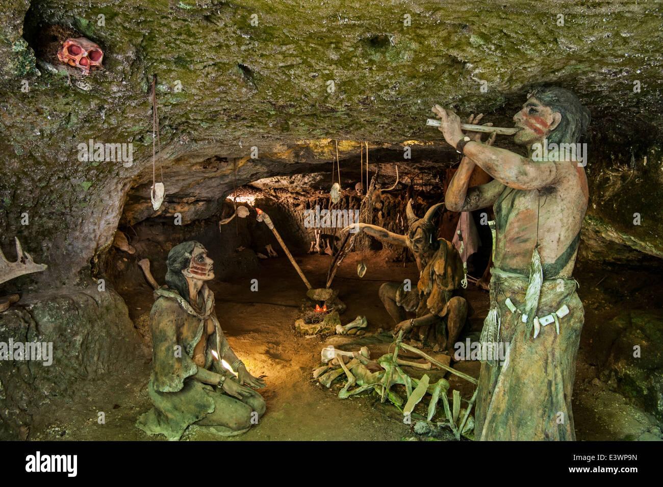 Cro Magnon Man Cave Art : Prehistoric cro magnon shamen and woman in cave at grottes