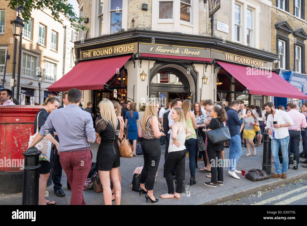 Unusual People Drinking Outside The Round House Pub In Garrick Street  With Foxy People Drinking Outside The Round House Pub In Garrick Street Covent Garden  London England Uk With Captivating Garden Retaining Wall Systems Also Garden Shed Ie In Addition Elizabeth Garden And Botanic Garden Dundee As Well As Gordon Castle Walled Garden Additionally Segret Garden From Alamycom With   Foxy People Drinking Outside The Round House Pub In Garrick Street  With Captivating People Drinking Outside The Round House Pub In Garrick Street Covent Garden  London England Uk And Unusual Garden Retaining Wall Systems Also Garden Shed Ie In Addition Elizabeth Garden From Alamycom