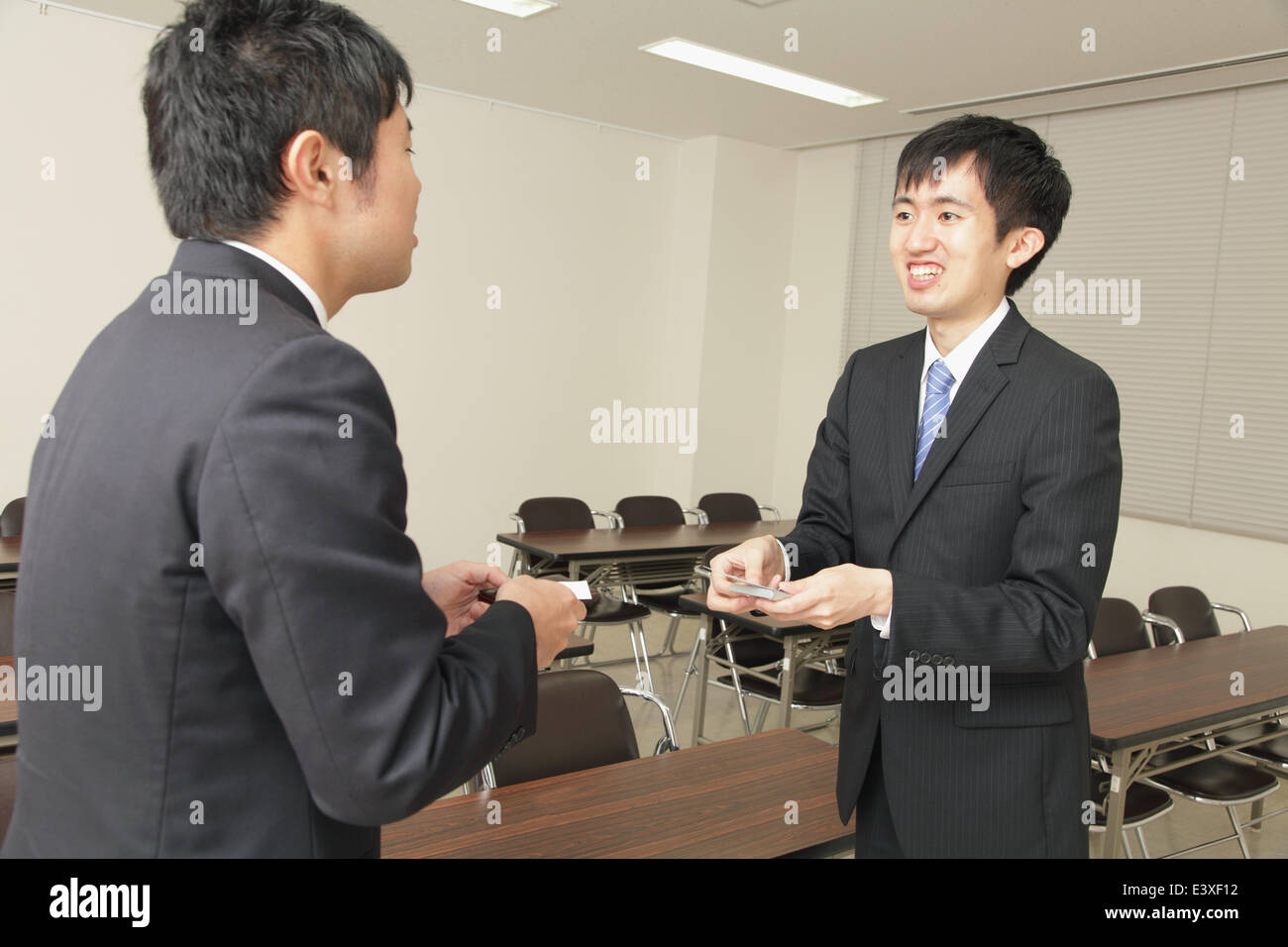Japanese business people exchanging business cards Stock Photo ...